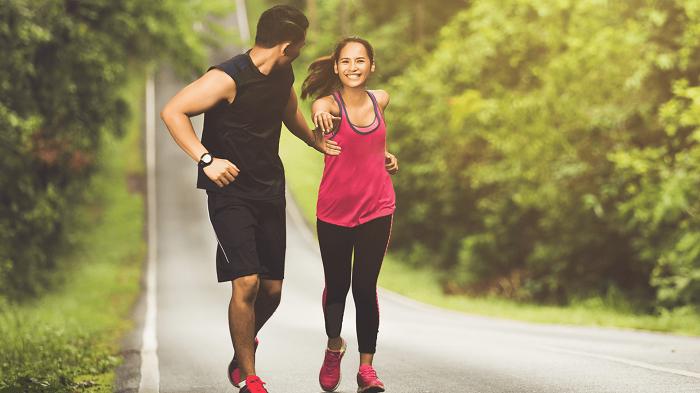 chạy bộ tập thể dục trên đường